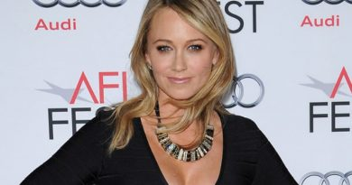 Christine Taylor Bikini Body Height Weight Nationality Net Worth