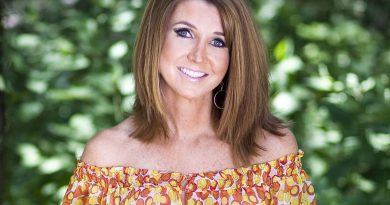 Dixie Carter Bikini Body Height Weight Nationality Net Worth