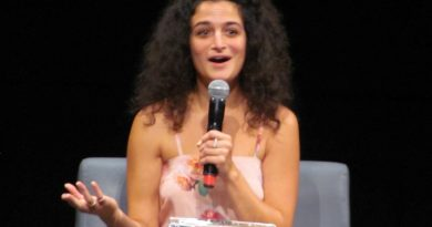 Jenny Slate Bikini Body Height Weight Nationality Net Worth