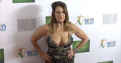 Joely Fisher Bikini Body Height Weight Nationality Net Worth