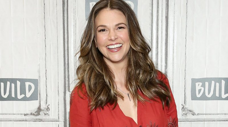 Sutton Foster Bikini Body Height Weight Nationality Net Worth